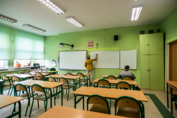 Zgodnie z czerwcową nowelizacją ustawy Karta nauczyciela, wynagrodzenia nauczycieli od września br. wzrosną o prawie 10 proc.