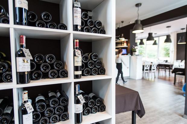 Winne Grono specjalizuje się w kuchni francuskiej i francuskim winie.