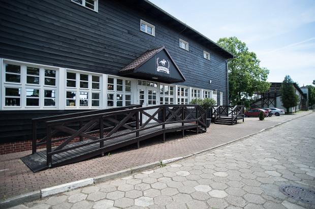 Secretariat to restauracja ukryta w odnowionej trybunie na sopockim hipodromie.