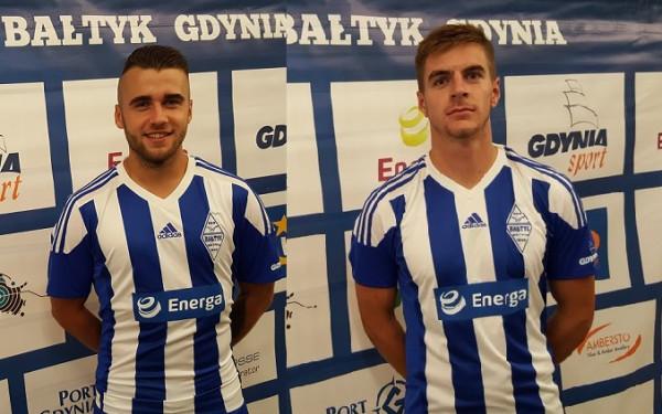 Adrian Machol (z lewej) i Mateusz Węsierski (z prawej) zostali zaprezentowani jako nowi piłkarze Bałtyku Gdynia.