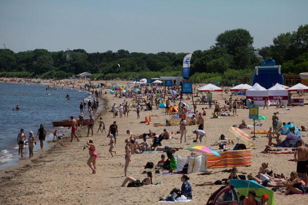Na plaży jest najwięcej turystów z Polski.