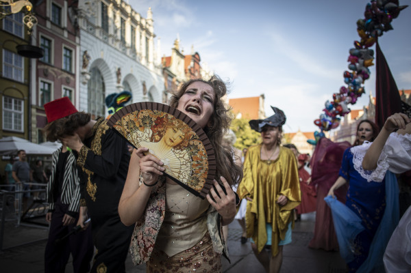 Teatr Korkoro kojarzony jest z licznych akcji w przestrzeni miejskiej. Na zdjęciu Parada Artystów, zorganizowana 20 lipca.