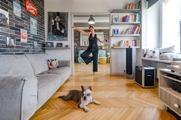 Mieszkanie Pauliny znajduje się w gdyńskim Bankowcu, który uznawany jest za perłę modernizmu.