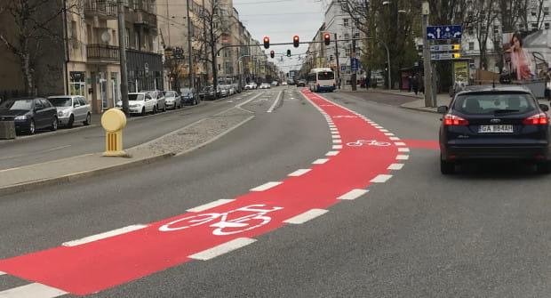 Władze Gdyni chcą, by rowerzyści zjechali z chodników, zwłaszcza że pojawia się dla nich coraz więcej ułatwień.