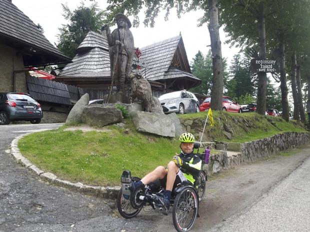Niepełnosprawny Mariusz Urbanek zamierza pokonać blisko 450 km ze Świnoujścia do Gdańska na rowerze trójkołowym.