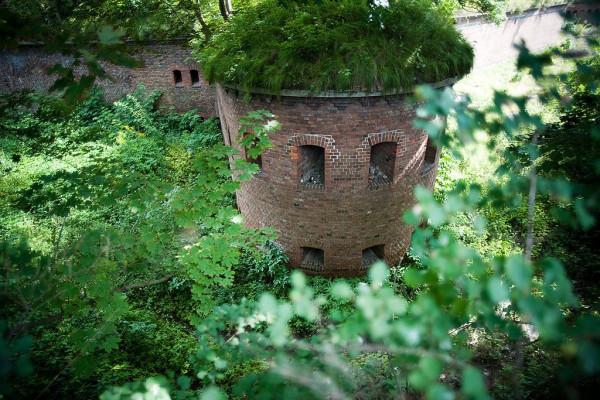 Szaniec Jezuicki to XIX-wieczny fort obronny wybudowany przez Prusaków w celu obrony miasta przed ostrzałem artyleryjskim ze wzgórza. Od 1968 roku obiekt wpisany jest do rejestru gdańskich zabytków.