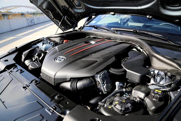 Turbodoładowana, sześciocylindrowa jednostka o pojemności 3 litrów i mocy 340 KM. Dostarczona przez BMW.