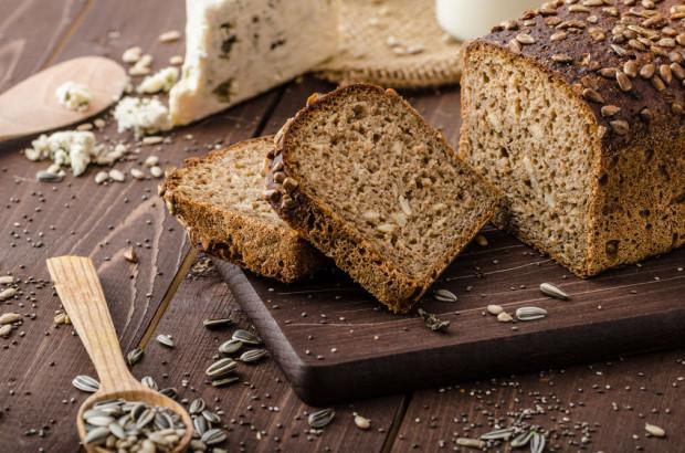 W jadłospisie osoby zmagającej się z wiecznym głodem jest miejsce na razowy chleb, grube kasze, ciemny makaron, brązowy ryż i inne pełnoziarniste produkty.
