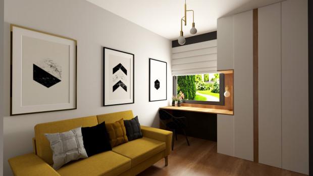 Musztardowy odcień w ciekawy sposób łączy się ze złotem i drewnem, a odpowiednio użyty może stanowić kontrast dla szarości.