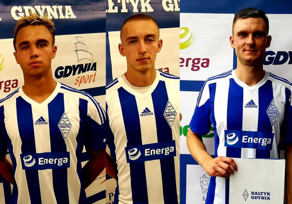 Nowi piłkarze Bałtyku Gdynia. Od lewej: Mateusz Piasecki, Mateusz Gułajski i Sebastian Murawski.