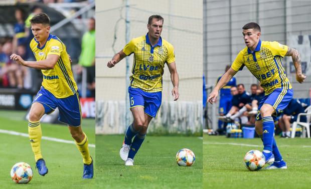Maciej Jankowski i Frederik Helstrup mają być gotowi do gry z Lechem Poznań. Santi Samanes (z prawej) po kontuzji najpierw sprawdzi się w IV-ligowych rezerwach.