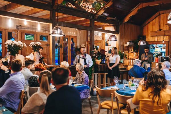 Czterech szefów kuchni, sześć dań, muzyka na żywo i szczytny cel: tak w skrócie można podsumować charytatywną kolację, która odbyła się w nowej restauracji Jakubiak w Sopocie