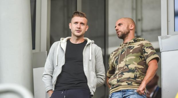 Marcin Budziński (z lewej) jeszcze przed podpisaniem kontraktu w Gdyni spotkał na trybunach kolegów, z którymi grał poprzednio w Arce. Na zdjęciu z Filipem Burkhardtem. W sobotę liczy na ciepłe przyjęcie ze strony kibiców.