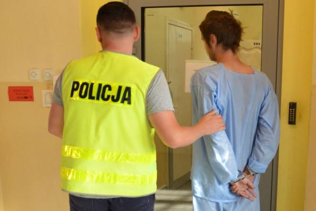 32-latek w momencie zatrzymania przez policję miał w organizmie 2,5 promila alkoholu.