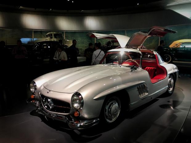 Fenomenalny Mercedes-Benz 300 SL Gullwing. Gwiazda muzeum Mercedesa w Stuttgarcie.