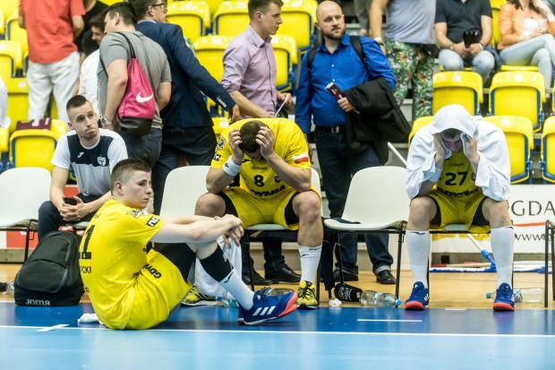 Piłkarze ręczni Arki Gdynia w serii rzutów karnych w w Gdańsku w ostatniej kolejce sezonu przegrali utrzymanie w PGNiG Superlidze. Jak się okazało, był to początek ich końca.