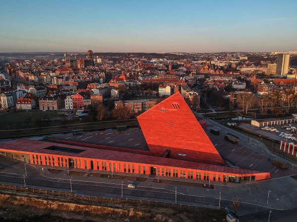 Na placu przed Muzeum II Wojny Światowej w piątek odbędzie się multimedialne widowisko Poland: First to Fight.