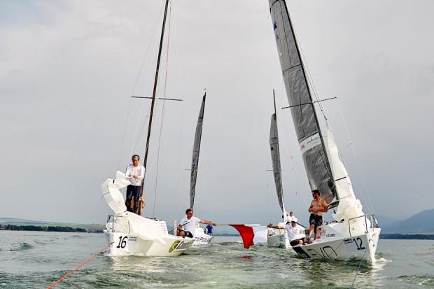 Polscy żeglarze dubletem wygrali mistrzostw świata klasy Micro na Słowacji.