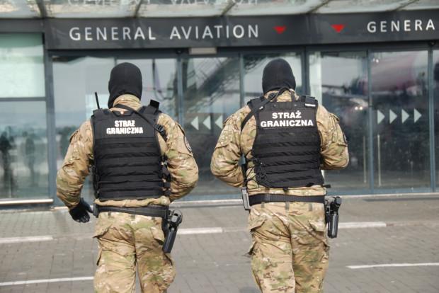 """23 sierpnia funkcjonariusze interweniowali w sprawie """"żartownisia"""" a także poszukiwanego mężczyzny."""