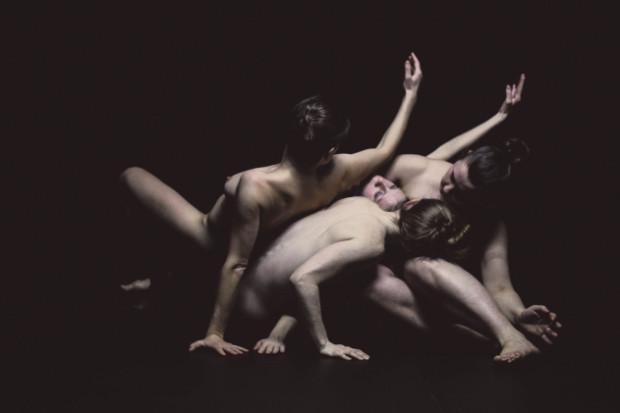 """W Klubie Żak będzie można zobaczyć koprodukcję Teatr A Part i Teatru Amareya - """"Cztery"""". Spektakl zagrany zostanie dwa razy - 7 i 8 września."""