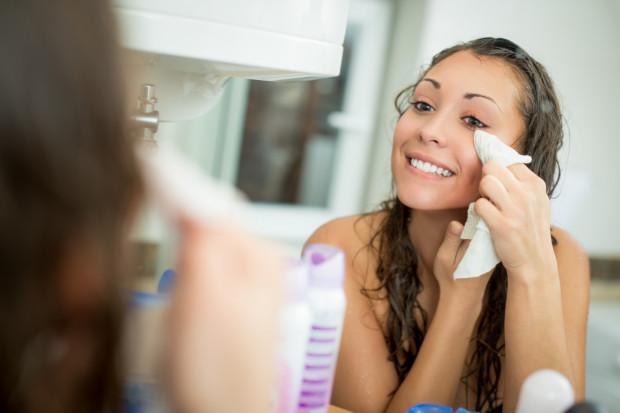 Jeśli próbujesz wyleczyć trądzik, to nie zapominaj o właściwej pielęgnacji skóry.