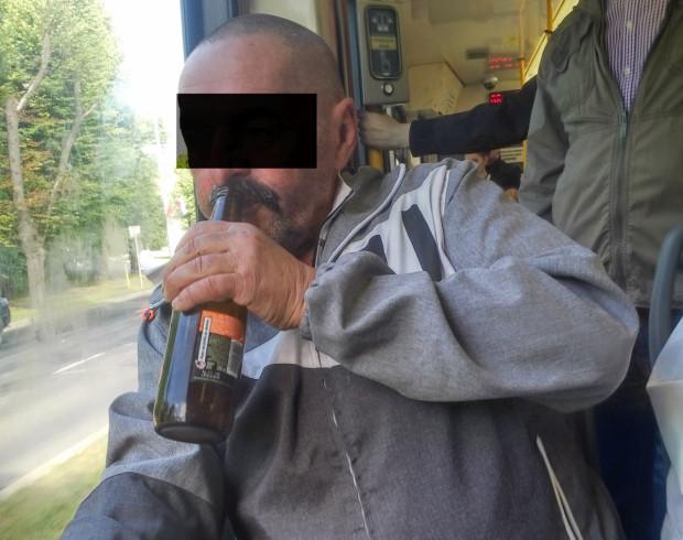 W gdańskich tramwajach niektórzy też sobie nie żałują...