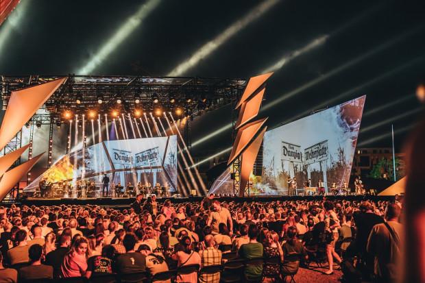 Koncert był biletowany i niemal wszystkie miejsca były zajęte. Osoby, dla których zabrakło biletów, mogły oglądać widowisko albo podczas telewizyjnej transmisji, albo na terenach wokół Muzeum II Wojny Światowej.