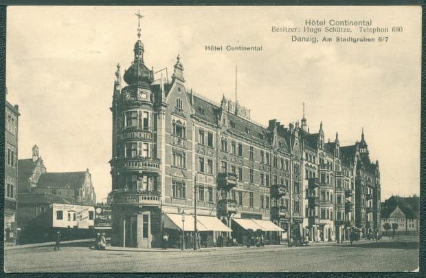 W hotelu Continental znajdującym się naprzeciw dworca kolejowego w Gdańsku przetrzymywano oficerów wziętych do niewoli po kapitulacji Westerplatte.