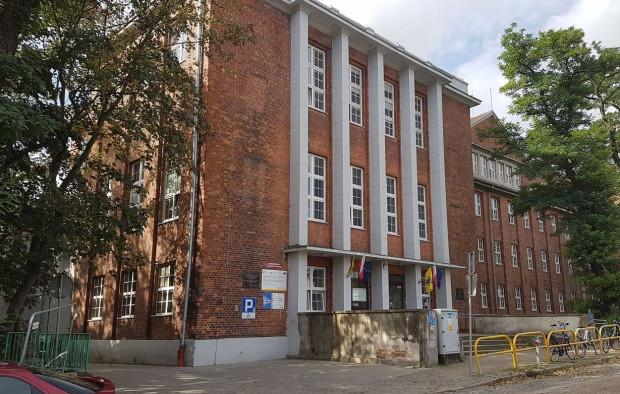 Gmach Gimnazjum Polskiego, przy dzisiejszej ulicy Jana Augustyńskiego, także zamieniono na czasowe miejsce odosobnienia zatrzymanych w Gdańsku Polaków.