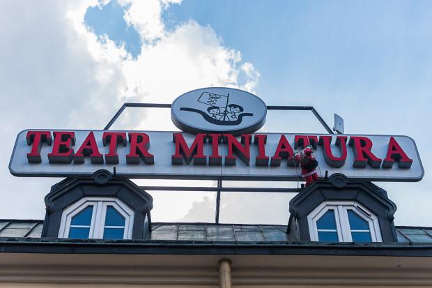 W poniedziałek rano 2 września pracownicy Miniatury zastali zalany teatr. Pękła rura na I piętrze budynku.