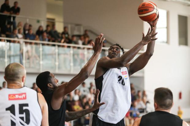 Koszykarze Trefla Sopot i Asseco Arki Gdynia zmierzyli się w meczu kontrolnym w Bojanie. Rozgrywanie spotkań poza Trójmiastem ma na celu szerzenie koszykówki.