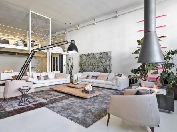 Użytkownicy mieszkań z antresolą mogą cieszyć się poczuciem przestrzeni, jakie nie jest osiągalne w zwykłym, jednopoziomowym lokalu. Zdjęcie poglądowe.