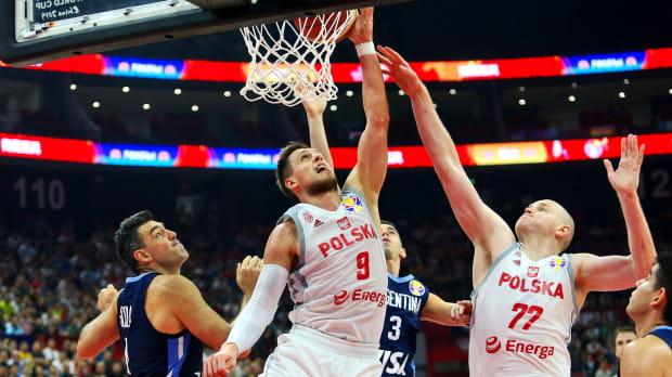 Reprezentacja Argentyny okazała się zbyt silna dla polskich koszykarzy. Biało-czerwoni przegrali pierwszy mecz na mistrzostwach świata w Chinach, ale awans do ćwierćfinału wywalczyli już wcześniej.