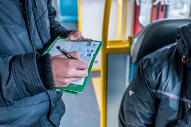 W trakcie kontroli pasażer był agresywny i nie przyjmował informacji o zasadności nałożenia opłaty dodatkowej. Szarpał kontrolera i ciągnął go za identyfikator./Zdjęcie ilustracyjne.