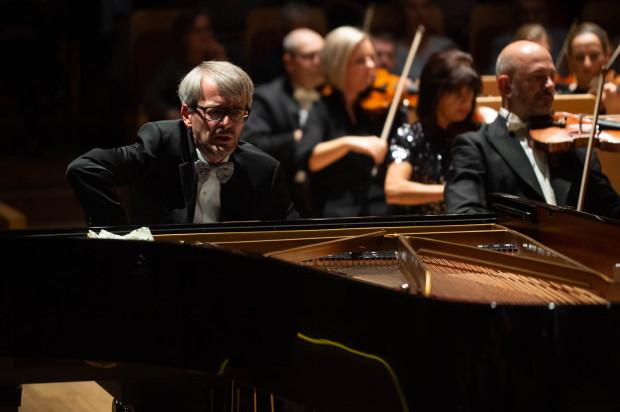 """Luis Fernando Pérez oczarował słuchaczy Mozartem, ale na bis zaserwował takie """"kąski"""", które tego Mozarta przebiły. Owacjom nie było końca."""