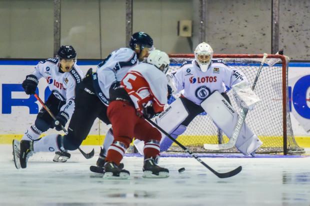 Mecz z Kadrą PZHL był dla hokeistów Lotosu tylko wprawką przed niedzielnym spotkaniem w Toruniu.