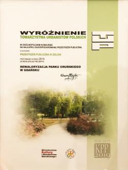 Dyplom odebrany przez Michała Szymańskiego, zastępcę dyrektora GZDiZ.