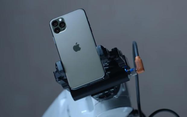 iPhone 11 nie jest rewolucją w kwestii smartfonów, raczej rozwinięciem wcześniej stosowanych rozwiązań. Niemniej wciąż zachęca bogatymi funkcjami fotograficznymi i szybkim procesorem.
