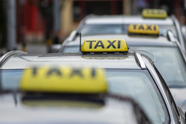 Taksówkarz zareagował, gdy 79-latka zaczęła mu opowiadać, że pomaga policji rozbić szajkę oszustów.