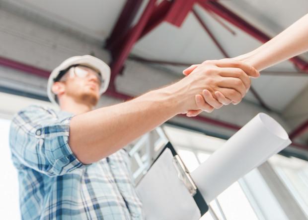 Przybywa ofert pracy w budownictwie. Jest to związane z dynamicznym rozwojem branży budowlanej i dużą liczbą nowych inwestycji.