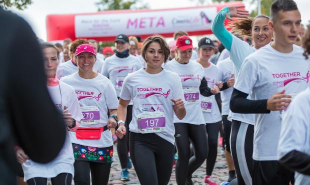 Race for the Cure by OmeaLife to bieg, który jest symbolem walki z rakiem piersi.
