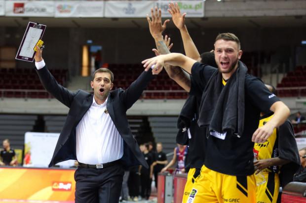 Trener Marcin Stefański i koszykarze Trefla Sopot mają powody do zadowolenia po inauguracji sezonu w Energa Basket Lidze.