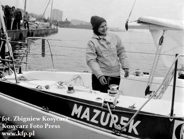 Kapitan Krystyna Chojnowska-Liskiewicz na pokładzie jachtu Mazurek