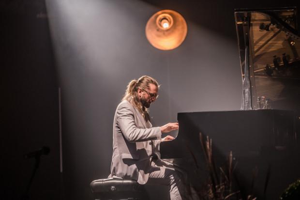 We wtorek 15 października w Filharmonii Bałtyckiej Leszek Możdżer (na zdj.), Tia Fuller, Lars Danielsson oraz Santander Orchestra zaprezentują projekt Symphosphere. Niestety, na ten koncert już nie ma biletów.