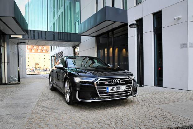 Cennik nowego Audi S6 Limousine startuje od kwoty 387 520 zł. Egzemplarz ze zdjęcia kosztuje ponad 560 tys. zł.