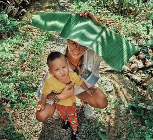 W Wietnamie uczyła dzieci jęz. angielskiego.