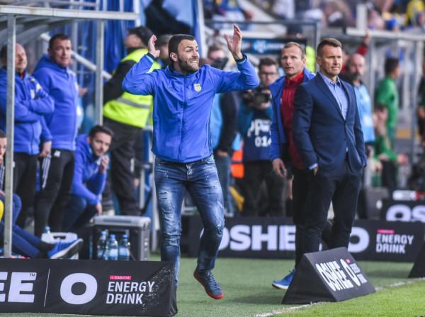 Krzysztof Sobieraj ostatni sezon w Arce Gdynia jako piłkarz rozegrał pod wodzą Leszka Ojrzyńskiego i u boku tego szkoleniowca zadebiutował jako asystent pierwszego trenera w ekstraklasie, ale już w Wiśle Płock.