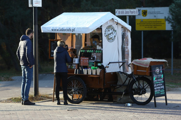 """Gorąca """"kawa z roweru"""" może okazać się bardzo dobrym pomysłem w chłodniejsze, jesienne dni."""