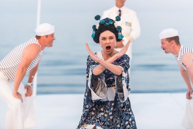 """Po tegorocznej premierze """"Osieckiej. Archipelagi"""" w Orłowie Jacek Bała przygotuje także kolejną premierę na Scenę Letnią - """"Marlenę. Błękitnego Anioła"""", która zainauguruje jubileuszowy 25. sezon sceny w Orłowie."""