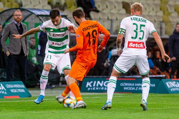 Zarko Udovicić (z lewej) w Zagłębiu Sosnowiec zdobył w minionym sezonie 9 goli i 11 asyst w 33 meczach ekstraklasy. W Lechii w 7 spotkaniach zaliczył na razie jedno trafienie.